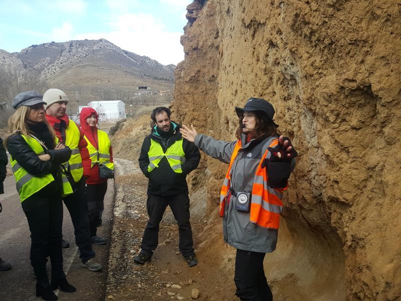 Julia Escorihuela: Explicación de una formación geológica