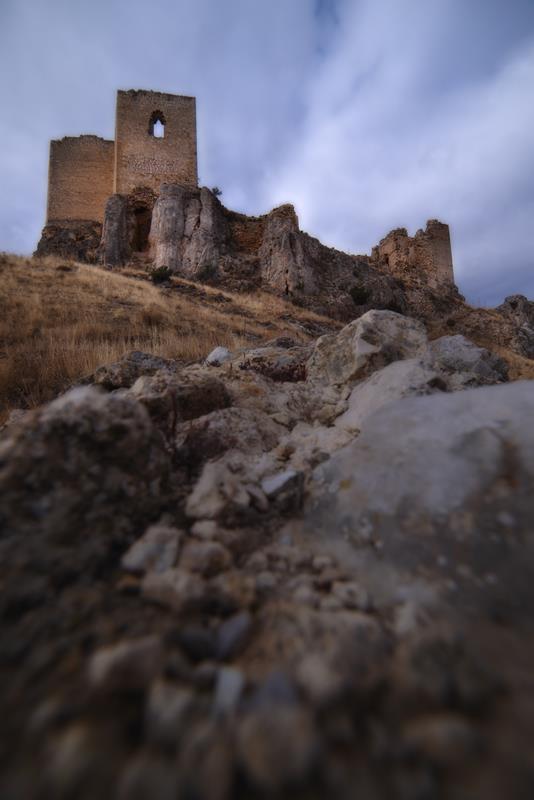 2º premio 'libre' Cuenca Mineras de la serie Serie «Castillo de Peñaflor»,  Pedro Blesa Jarque.